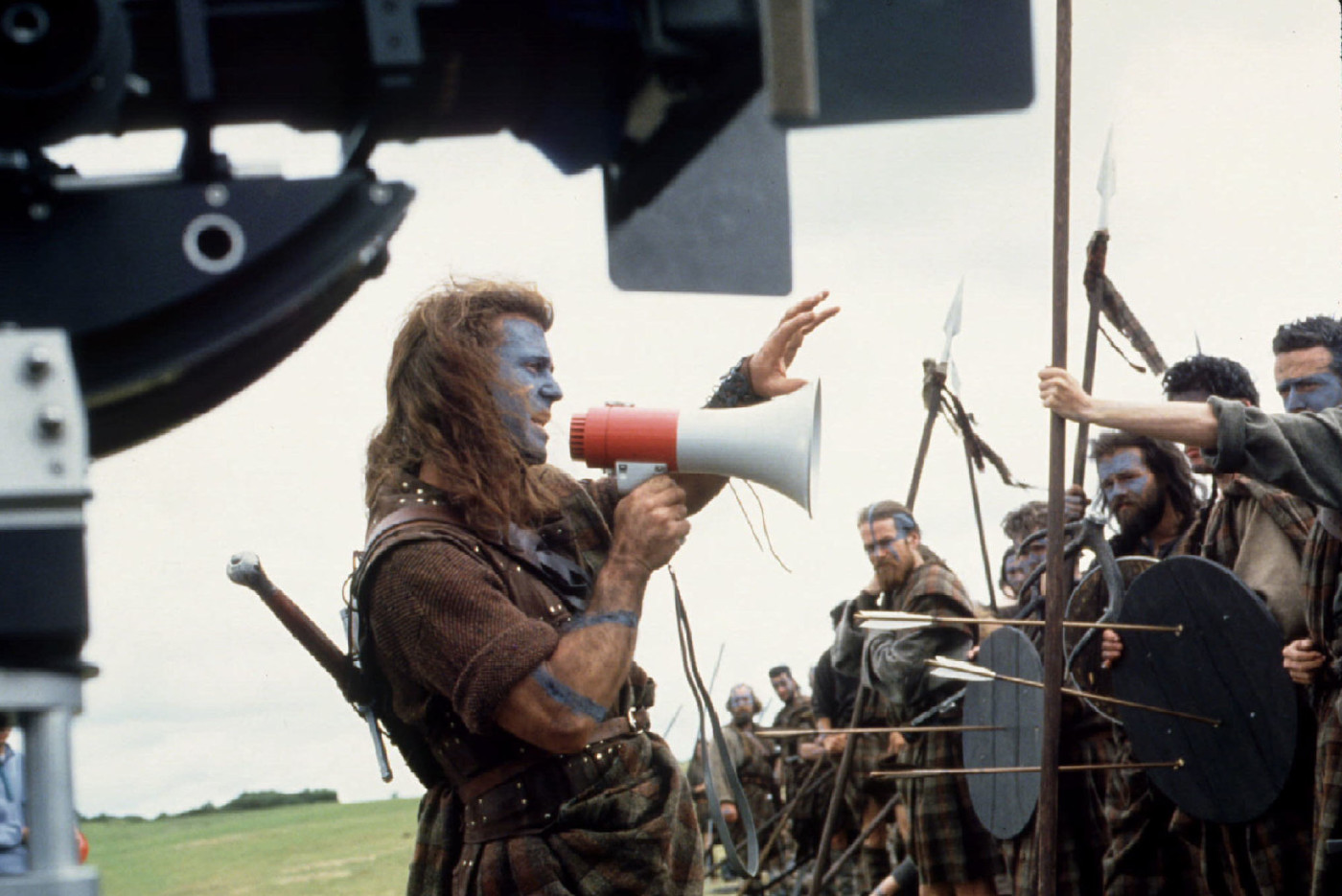 "Mel Gibson (C) is shown as he directs a scene of his film ""Braveheart."" Gibson received a Golde.."