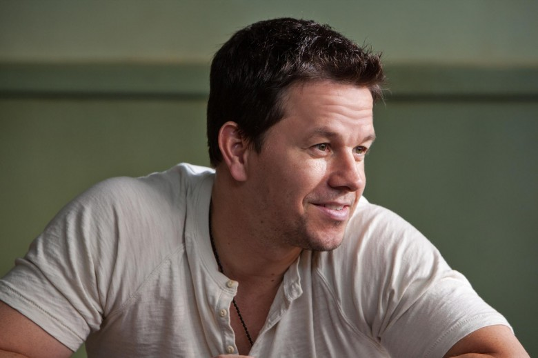 still-of-mark-wahlberg-in-2-pistoale