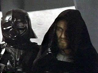 Imperator w towarzystwie jednego ze strażników.