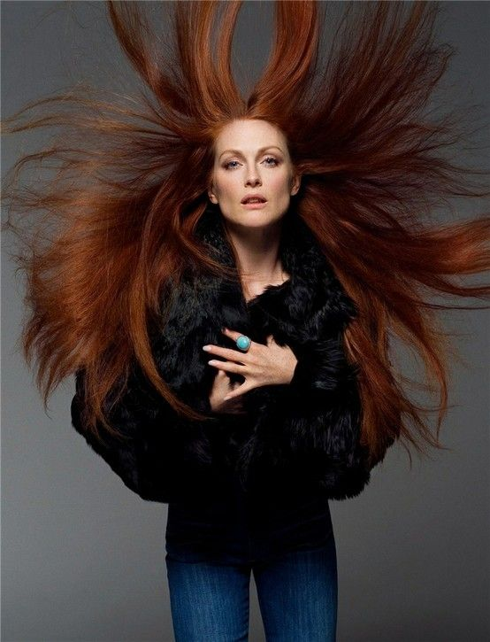 Julianne-Moore-by-Annie-Leibovitz