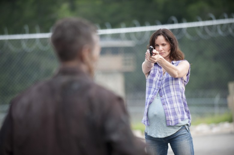 Sarah-Wayne-Callies-in-The-Walking-Dead-3.04-The-Killer-Within