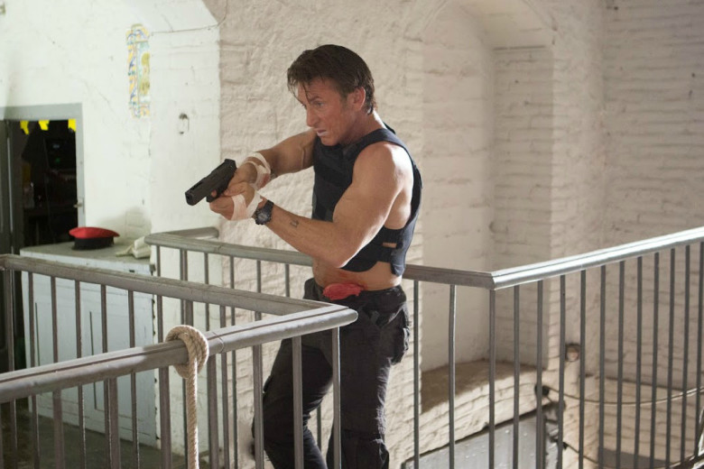 The-Gunman-8-Sean-Penn