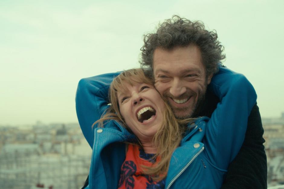 """V jak Vincent Cassel. Nie mogę narzekać na nagrodzonego w kategorii aktorskiej, trofeum trafiło w dobre ręce. Moje serce skradł jednak Cassel, który brawurowo zagrał w """"Mon Roi"""". Francuz stanowi serce filmu, uwodzi odbiorcę charyzmatyczną osobowością, inteligencją, błyskotliwymi żartami, nieprzewidywalnym zachowaniem. Ten film należy do niego. Nagroda również powinna."""