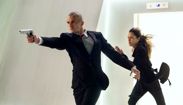 "DF-04496_04515_R -- Agent 47 (Rupert Friend) and Katia (Hannah Ware) are on the run in ""Hitman: Agent 47."""