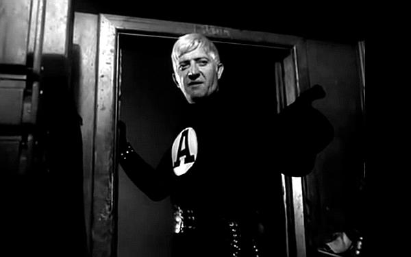 """Józef Nowak jako As w filmie """"Hydrozagadka"""" (1970), reż. Andrzej Kondratiuk."""