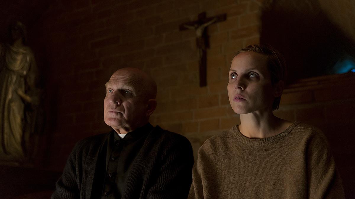 """""""Sługi boże"""", reż. Mariusz Gawryś - kolejny kryminał w zestawie. Kino gatunkowe ma się nieźle, a ta produkcja może namieszać. Świetna obsada:Bartłomiej Topa, Julia Kijowska i Małgorzata Foremniak."""