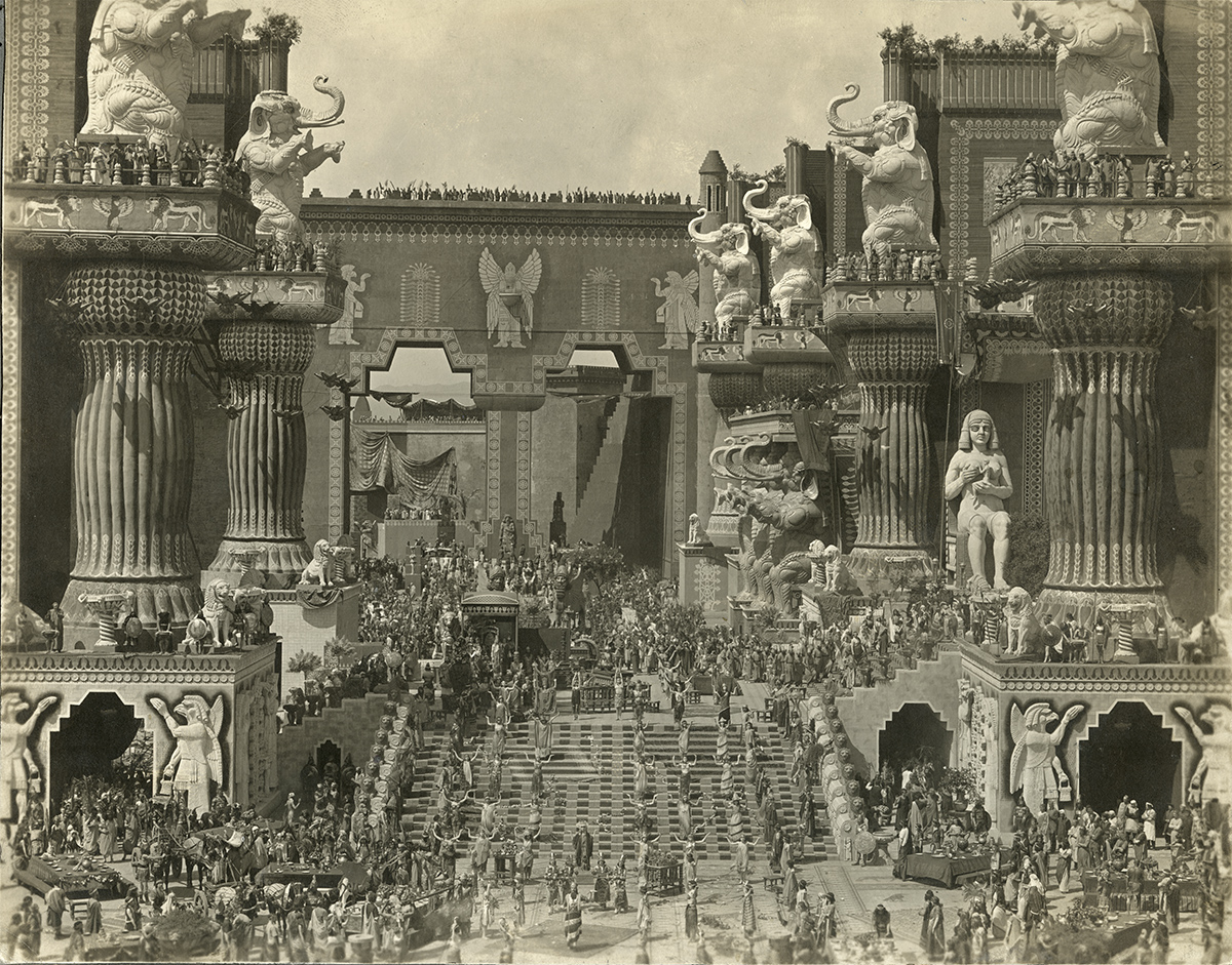 Belshazzar's feast in the central courtyard of Babylon from D.W, Griffith's Intolerance (1916).