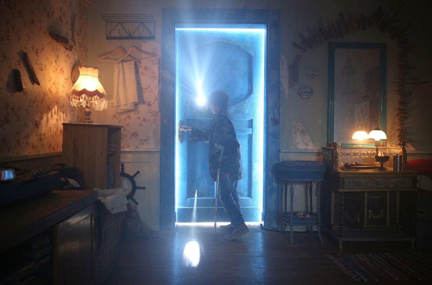 za-niebieskimi-drzwiami_1