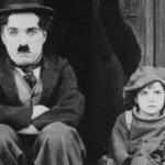 "Charlie Chaplin i Jackie Coogan w ""Brzdącu (The Kid), 1921"
