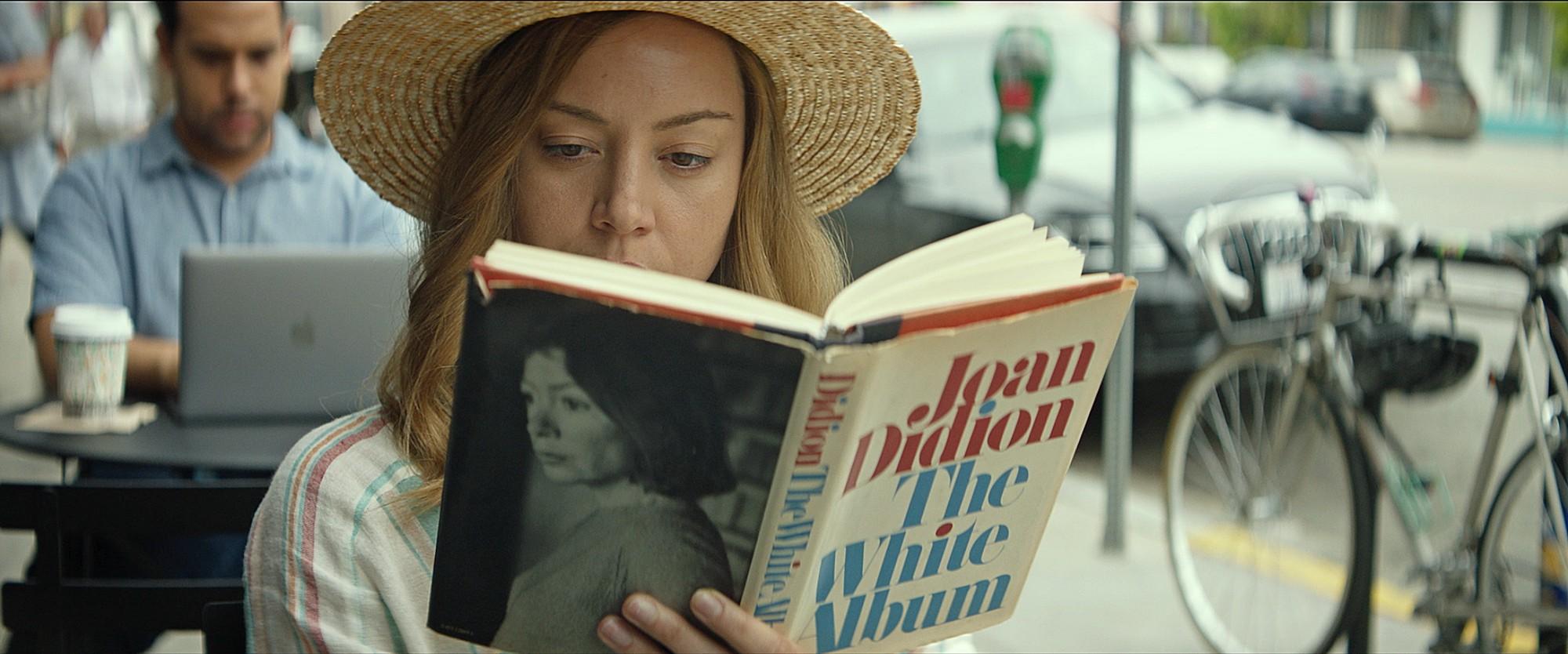 """Kadr z filmu """"Ingrid wyrusza na zachód"""""""