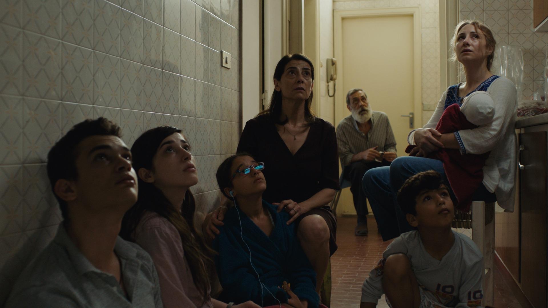"""Kadr z filmu """"W czterech ścianach życia"""""""