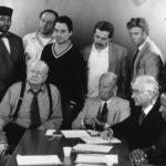 """Kadr z filmu """"Dwunastu gniewnych ludzi"""" (1997)"""