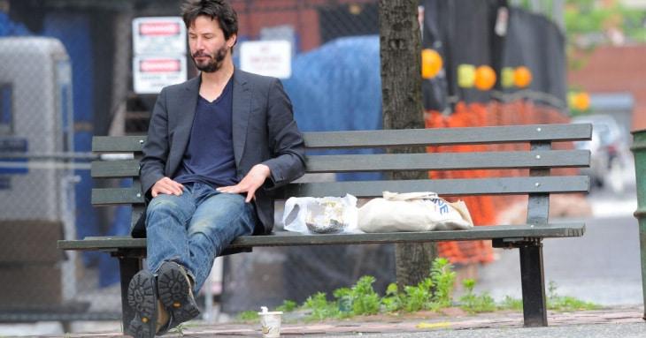 Keanu na ławce